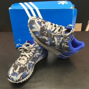 Adidas sneakers zx700 size 5 brand new